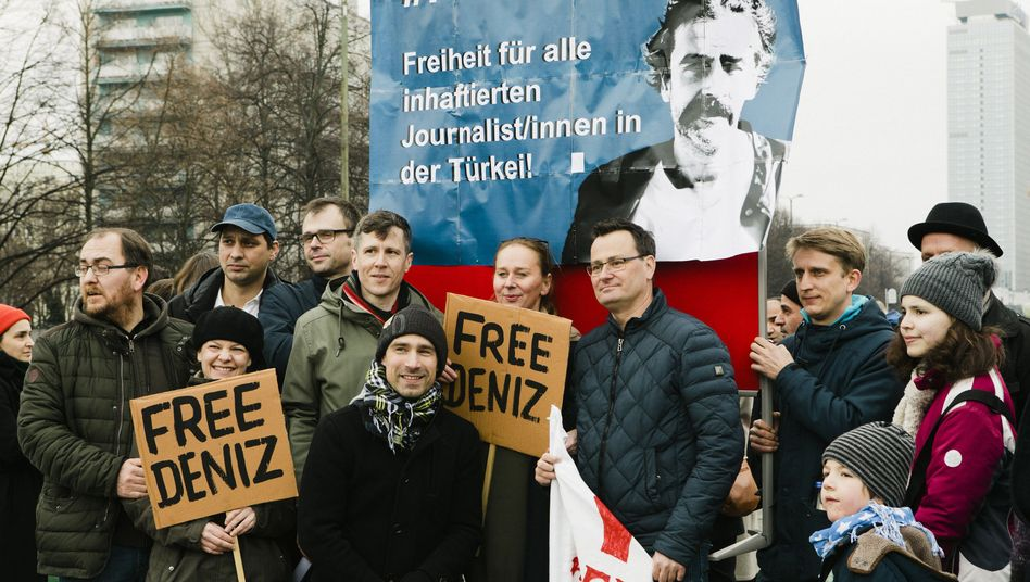 Protesters at a rally in Berlin call for the release of Turkish-German journalist Deniz Yücel.