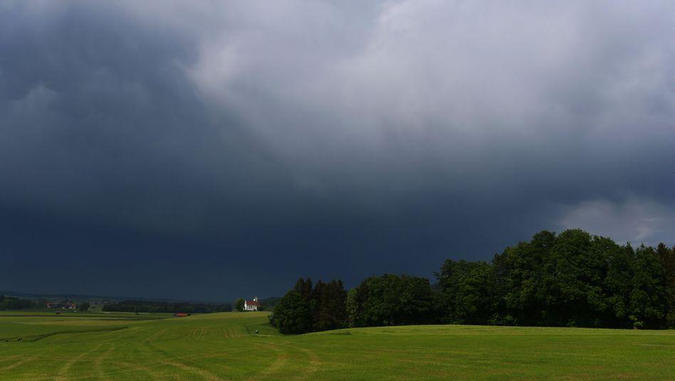 Gewitterwolken über Bidingen, Bayern