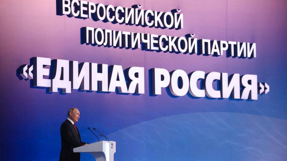Wladimir Putin auf dem Parteitag der Kremlpartei Einiges Russland
