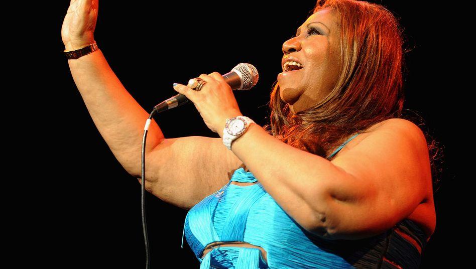 Aretha Franklin singt in New York im Februar 2012