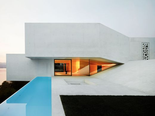 Villa bei Zürich: Kühle Schönheit