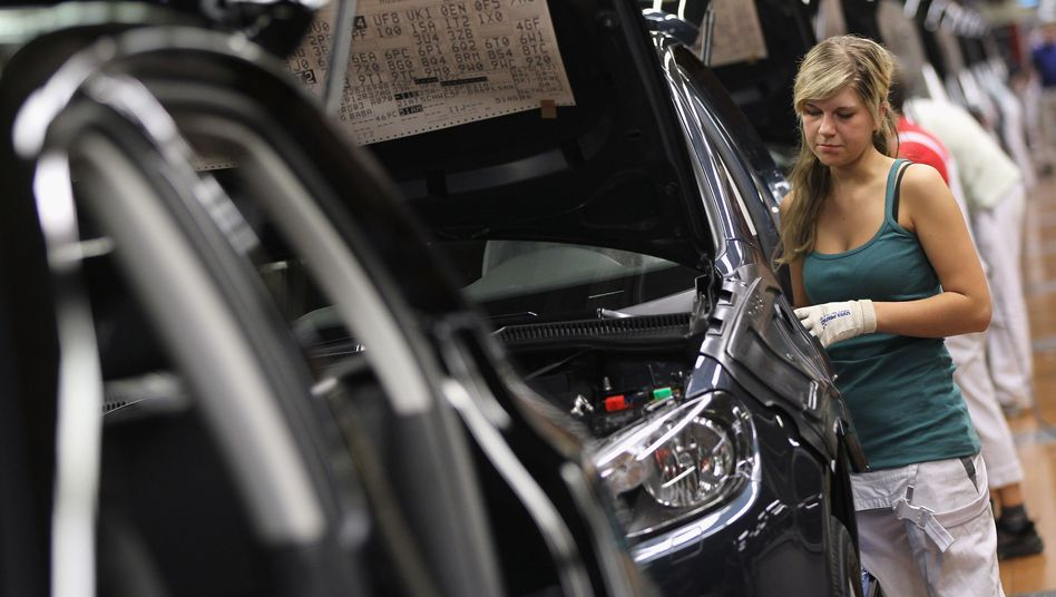 Autoproduktion in Wolfsburg (Archivbild): Schadet der deutsche Export der Weltwirtschaft?