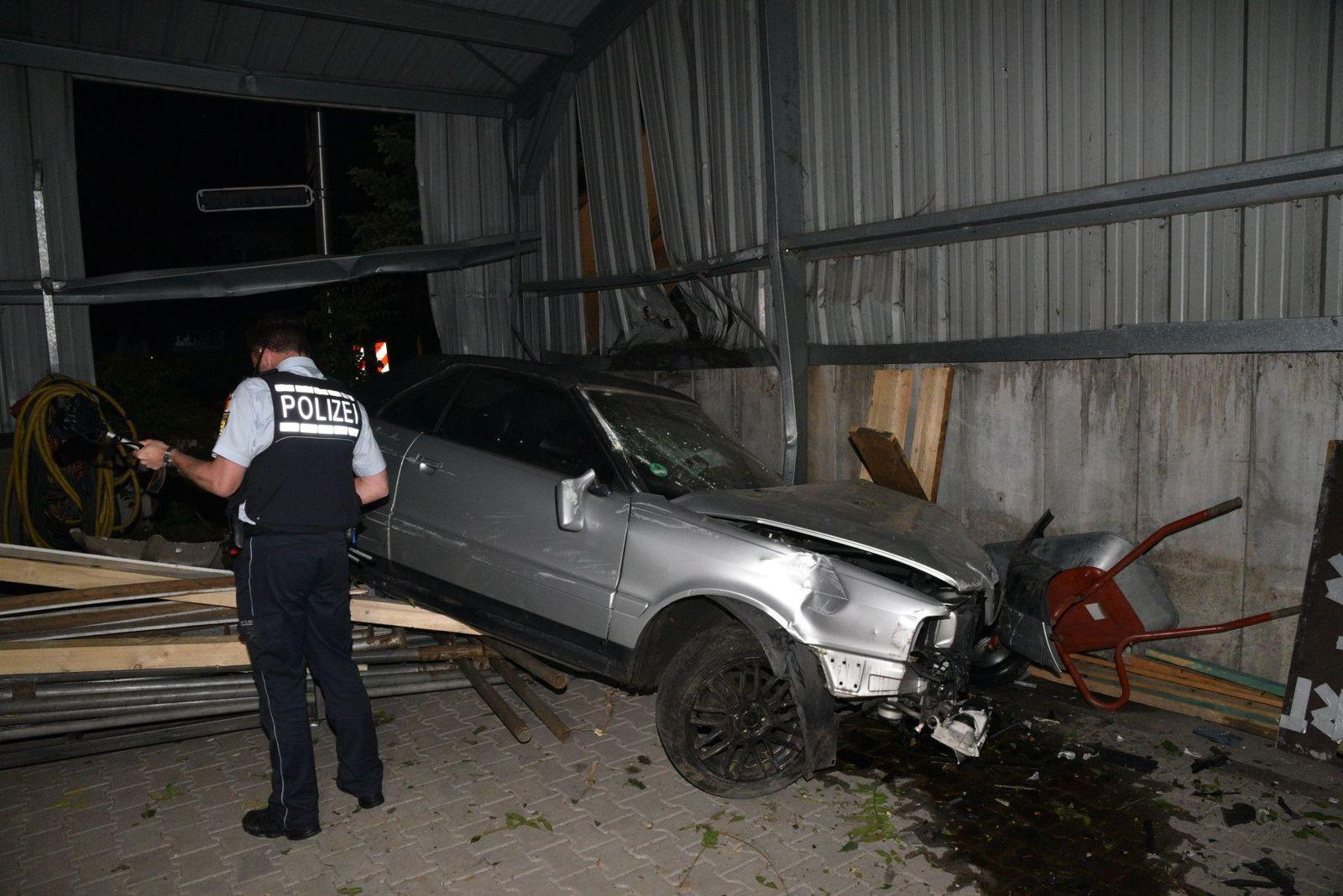 Unfall bei illegalem Autorennen