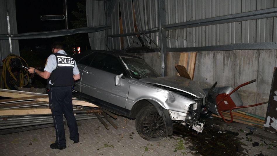 Polizist an der Unfallstelle