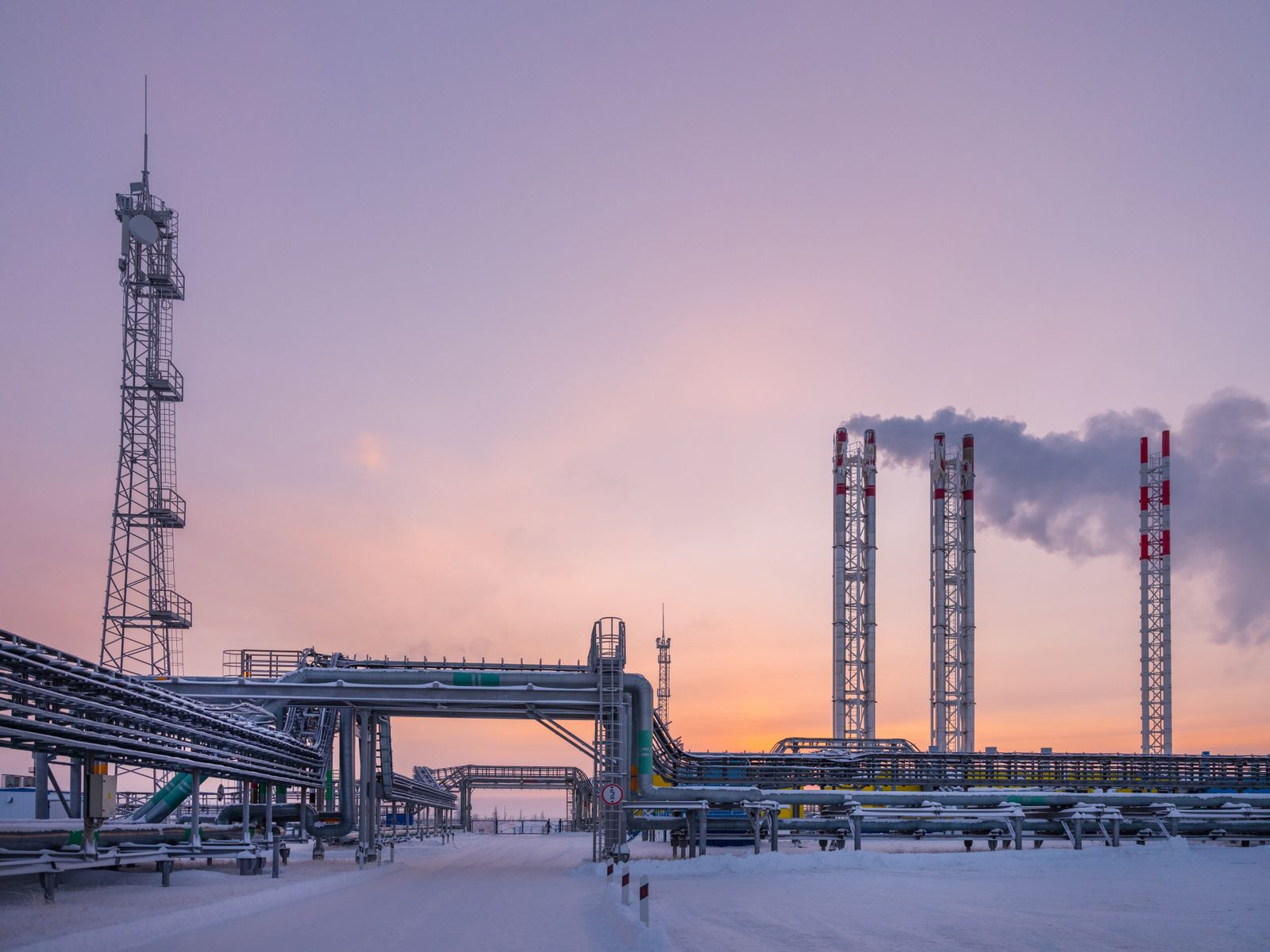 Natural gas production and processing in Russia