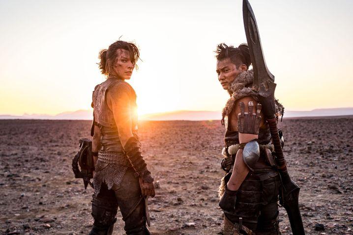 """Milla Jovovich und Tony Jaa in der Constantin-Koproduktion """"Monster Hunter"""": Kinostart im September"""