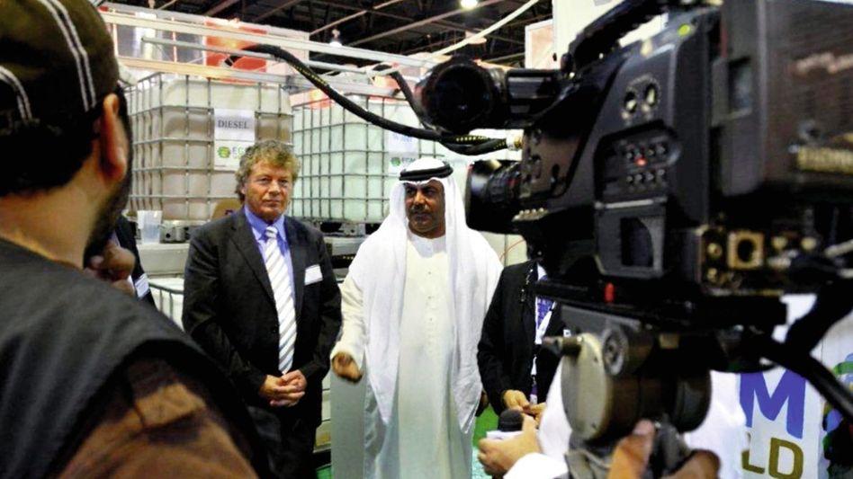 Unternehmer Gesen, Geschäftspartner auf einer Energiemesse in Dubai 2012