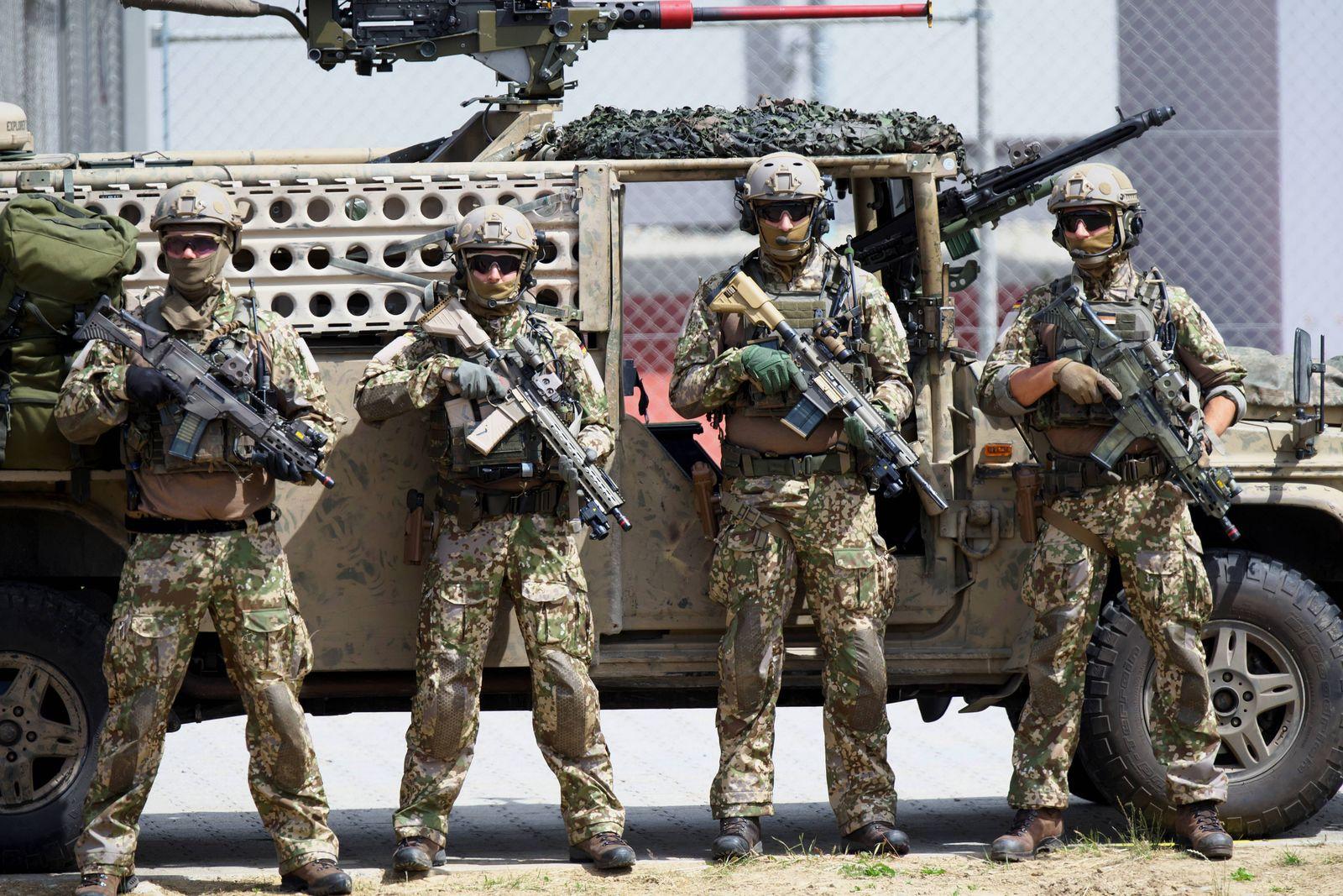 Das Kommando Spezialkräfte (KSK) der Bundeswehr bei der Aufstellung nach einer Vorführung am Tag der Bundeswehr beim Au