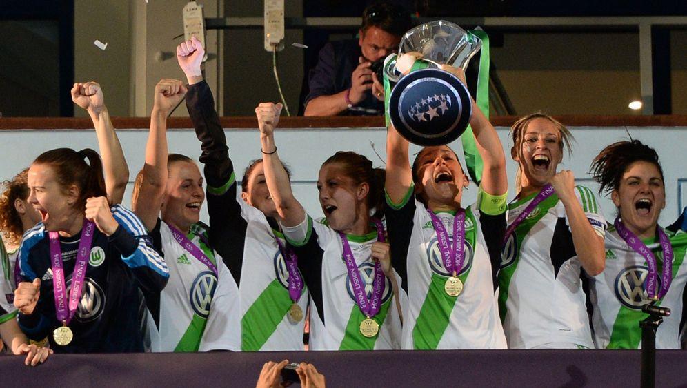 Titelverteidigung in der Champions League: Wolfsburg feiert, Marta trauert