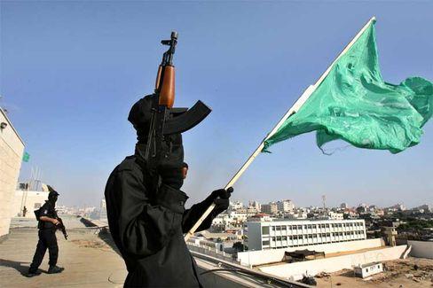 """Kämpfer mit Hamas-Fahne: """"Werden mit ausländischer Truppe wie mit Besatzern umgehen"""""""