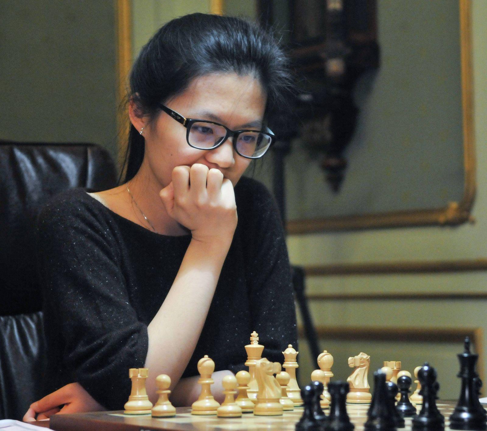 EINMALIGE VERWENDUNG Hou Yifan/ Schach/ Schachspielerin