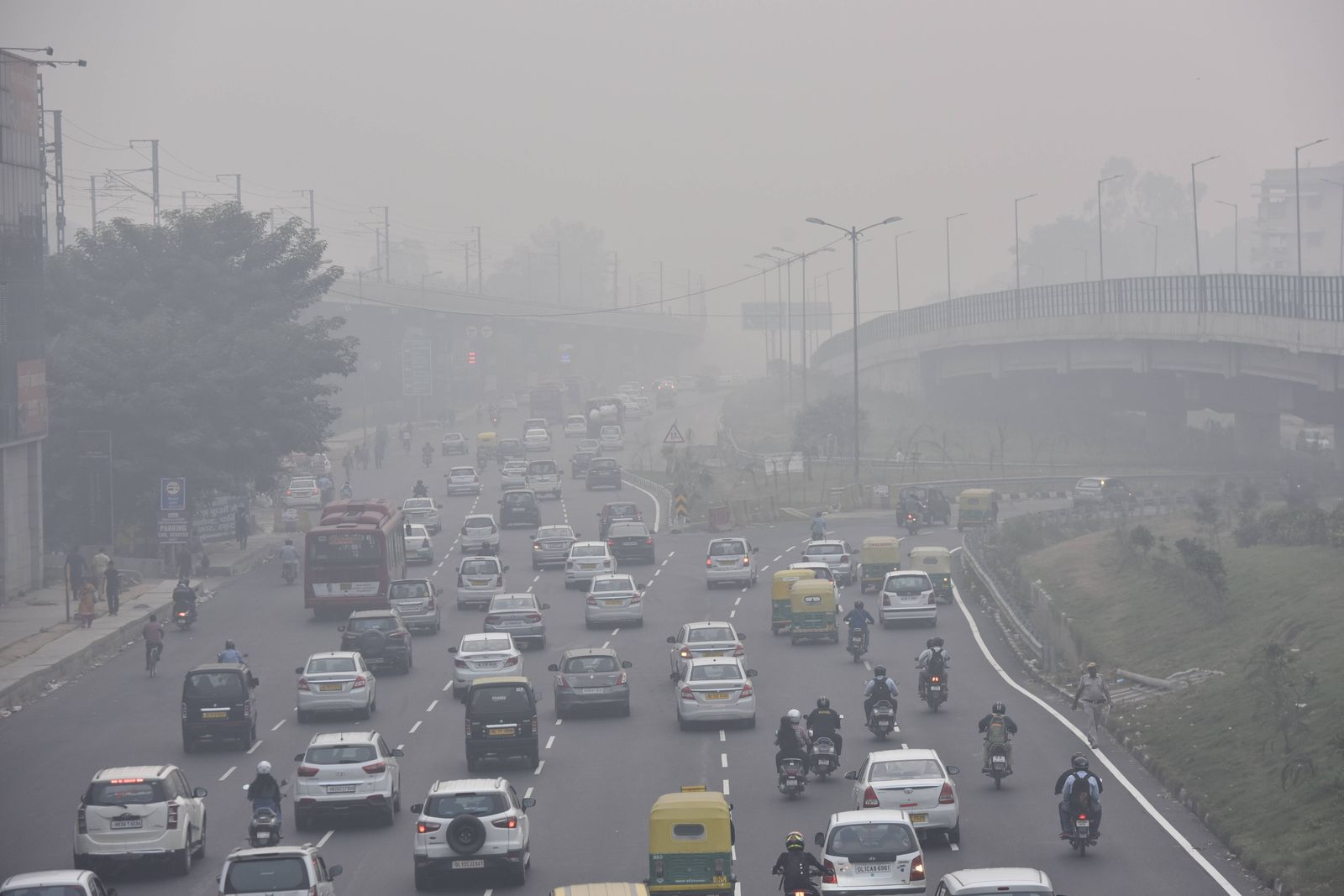NEW DELHI, INDIA - OCTOBER 31: Vehicular traffic seen near Dhaula Kuan metro station amid dense smog on October 31, 2019