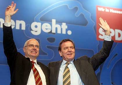 SPD-Kandidat Gerhard Bökel hat zum Auftakt des Wahlkampfes Parteifreund Schröder zu Gast. Der Kanzler weiß, dass sich das Blatt im Endspurt noch wenden kann