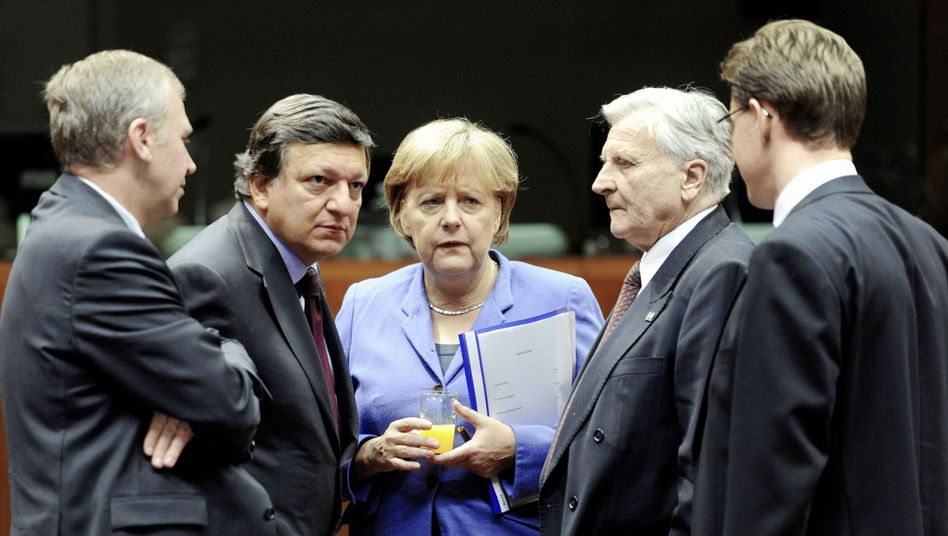 """German Chancellor Angela Merkel, center, speaks with European leaders in Brussels on Sunday: """"Today we are preparing the decisions for Wednesday."""""""