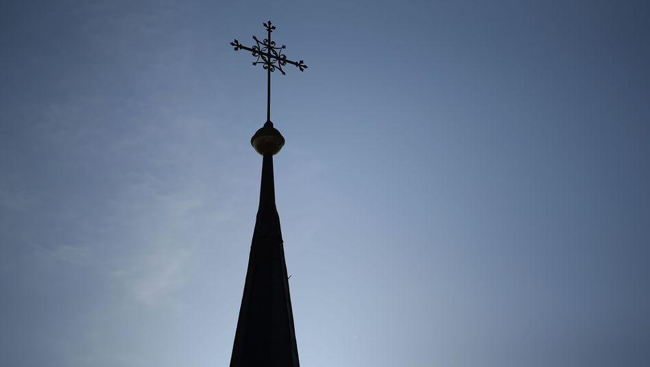 Turmspitze einer katholischen Kirche in Wallersdorf
