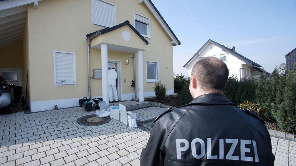 Wohnhaus in Anhausen: An dieser Tür musste der SEK-Beamte sterben