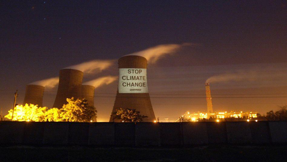 """Indisches Kraftwerk (in Dadri, März 2007): """"Es gibt keinen Zweifel daran, dass wir alle irgendwann unsere Emissionen senken müssen."""""""