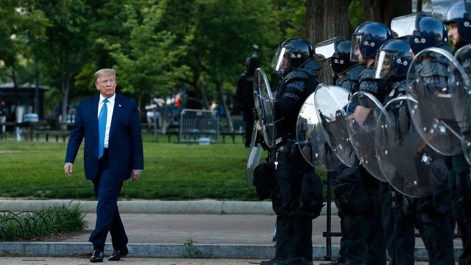 US-Präsident Trump in Washington: Schlange und Kaninchen
