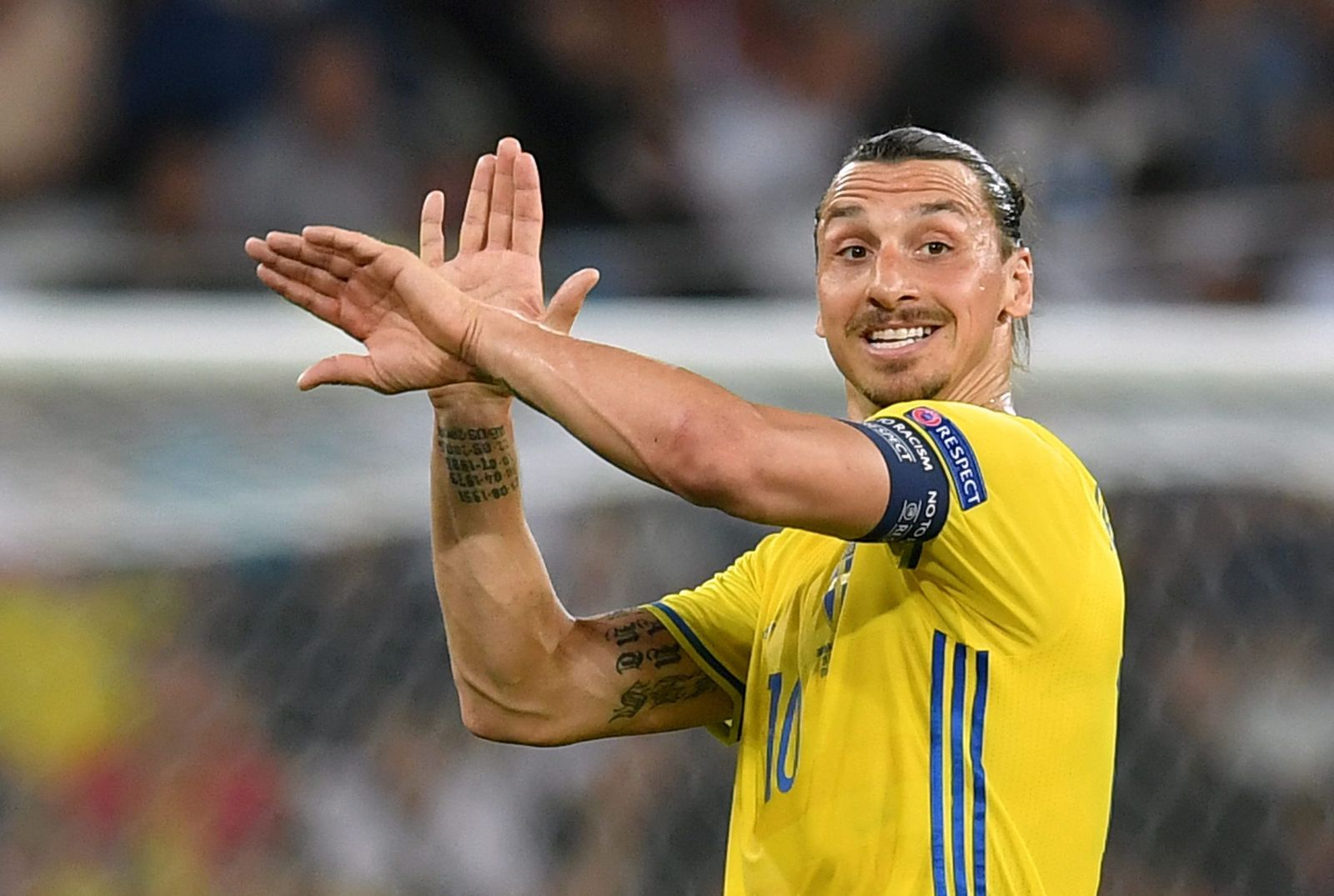 Ibrahimovic joins Manchester United