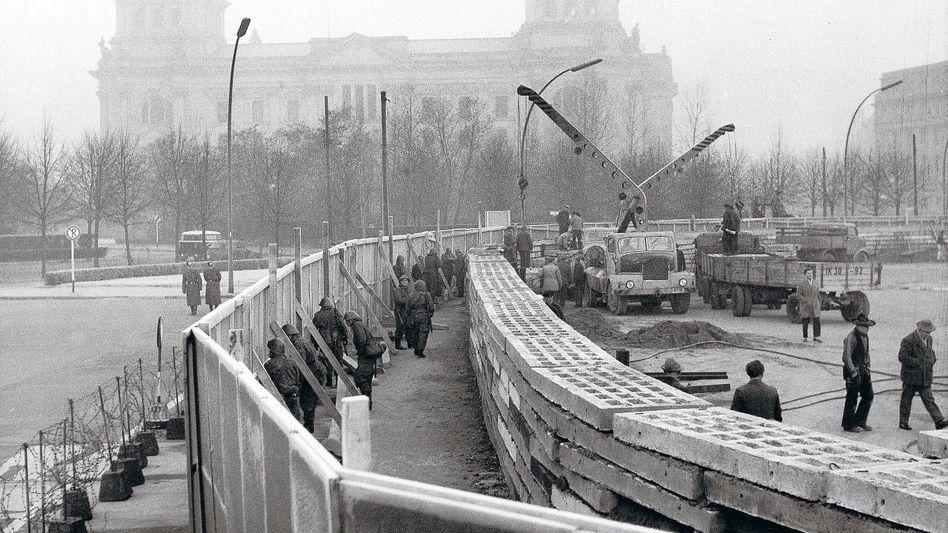 Bau der Berliner Mauer 1961, Botschafter Smirnow, Kanzler Adenauer in Bonn 1962: Lauwarmer Auftritt im Kanzleramt