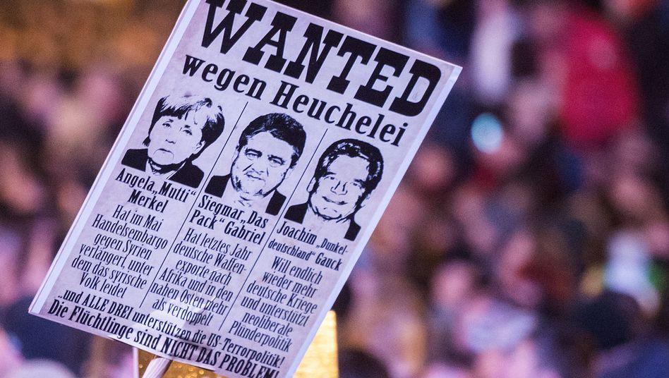 Plakat auf Pegida-Demo: In der geistigen Transitzone zwischen Diktatur und Demokratie
