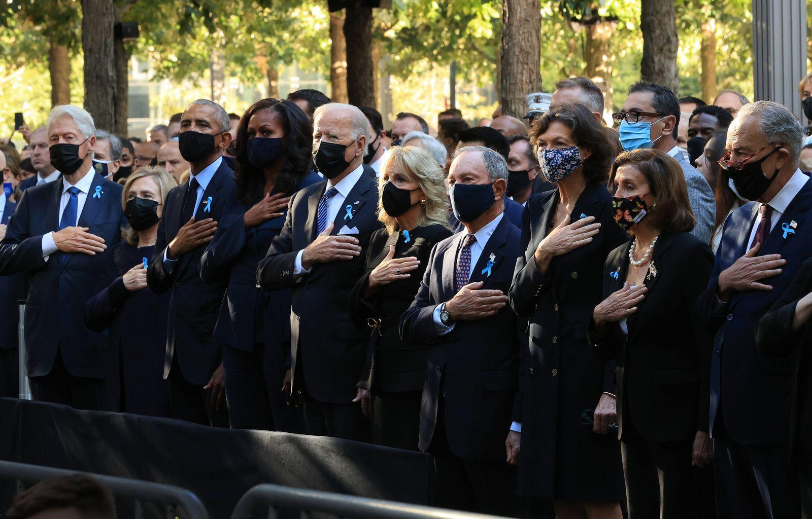 (L-R) Former President Bill Clinton, former First Lady Hillary Clinton, former President Barack Obama, former First Lad