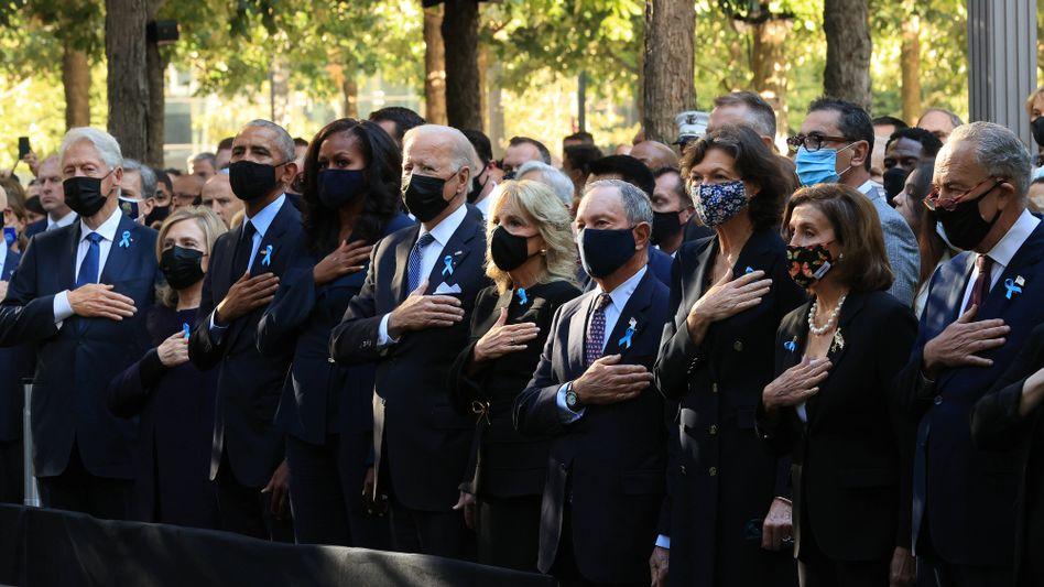 US-Präsident Joe Biden mit Amtsvorgängern und Ehefrauen: Der 20. Jahrestag fällt in eine turbulente Zeit.
