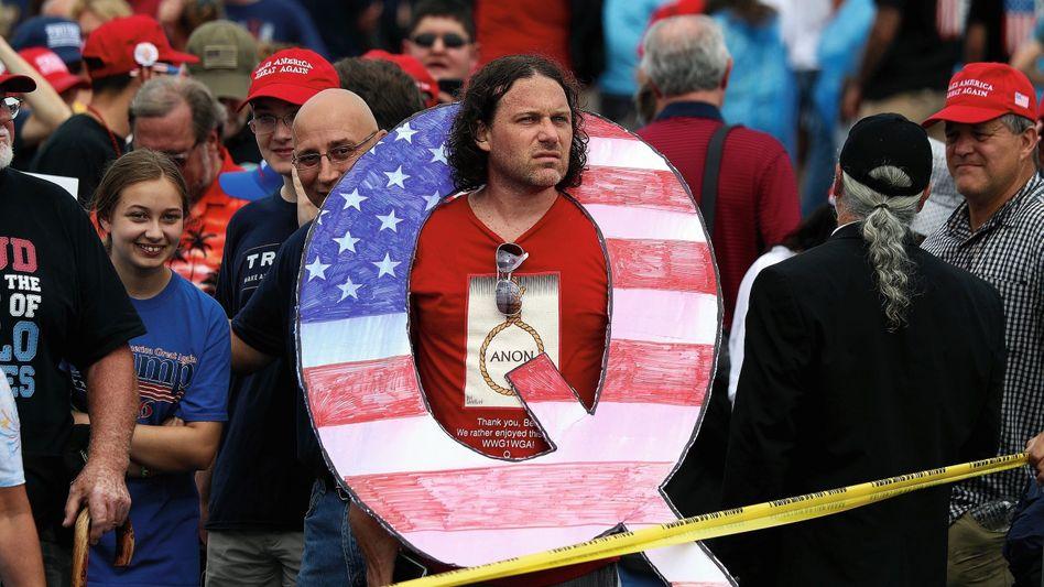 QAnon-Anhänger auf Trump-Kundgebung in Pennsylvania 2018:Magische Substanz aus der Zirbeldrüse