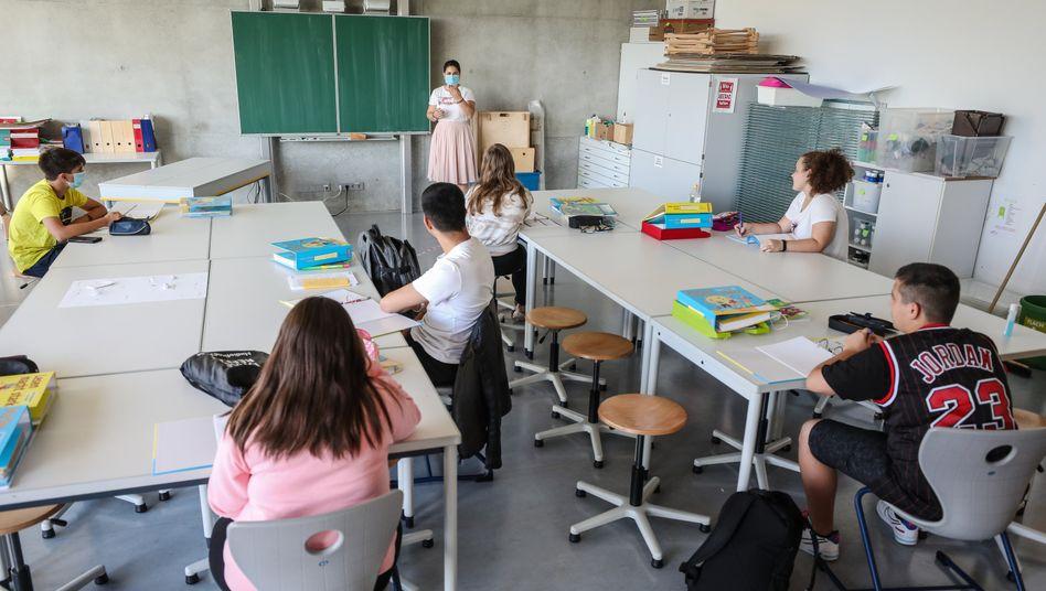 Unterricht in Kleingruppen: Schrittweise wollen einige Länder Schulen wieder öffnen (Symbolbild)