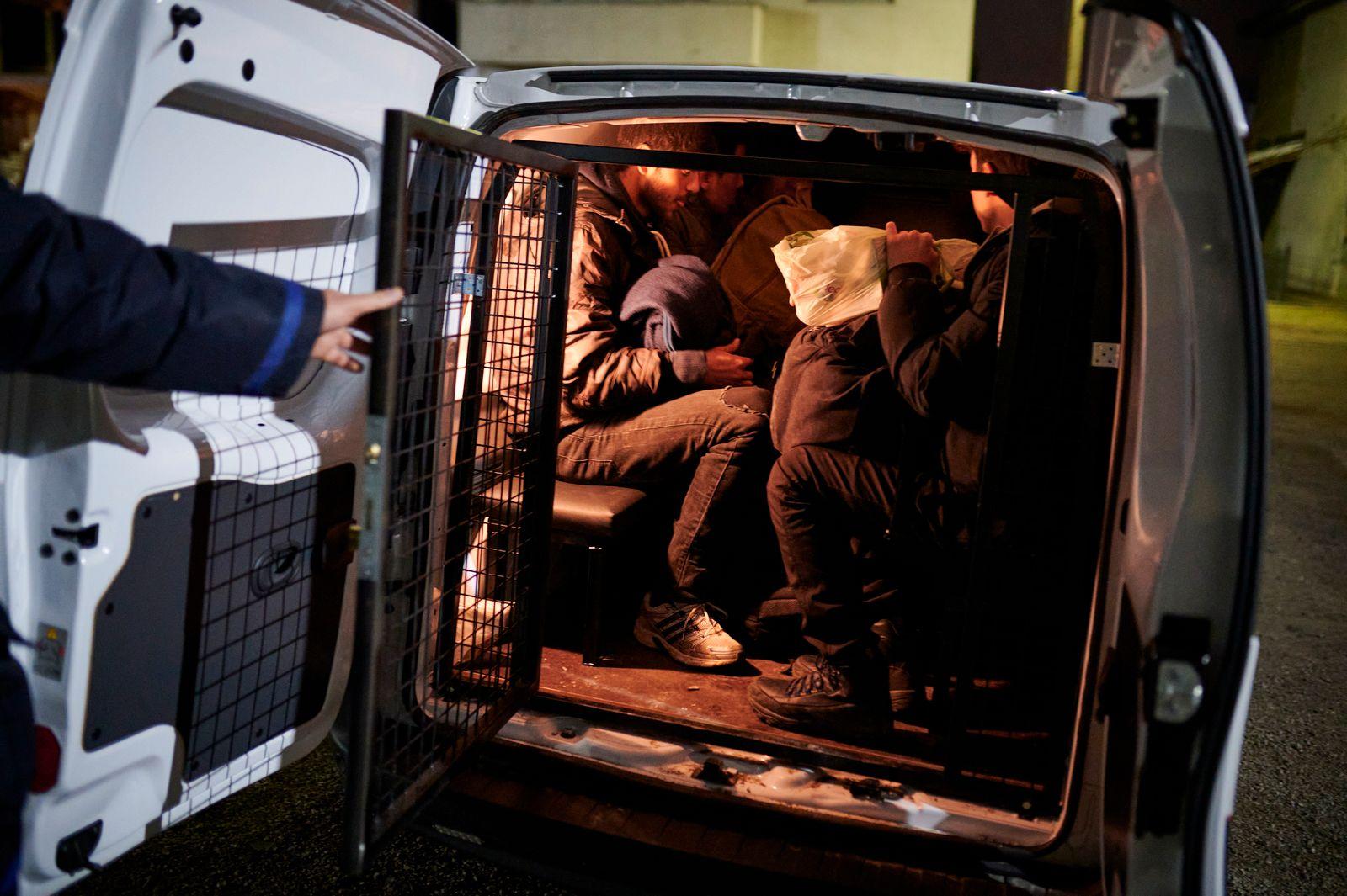Stranded migrants in northwestern Bosnia