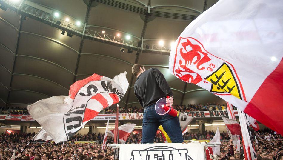 Fans des VfB Stuttgart: Viele sehen Ausgliederung kritisch