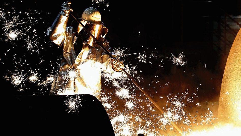 Stahlarbeiter in Duisburg: Milliarden Euro für zukunftsfähige Produkte