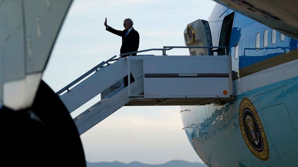 Noch einmal winken: US-Präsident Joe Biden vor dem Abflug nach Washington in Genf