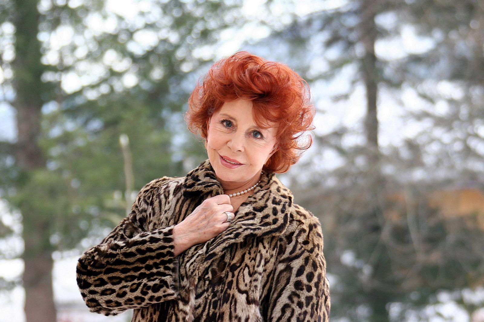 Schauspielerin Sonja Ziemann (GER) w?hrend eines Fotoshootings in M¸nchen