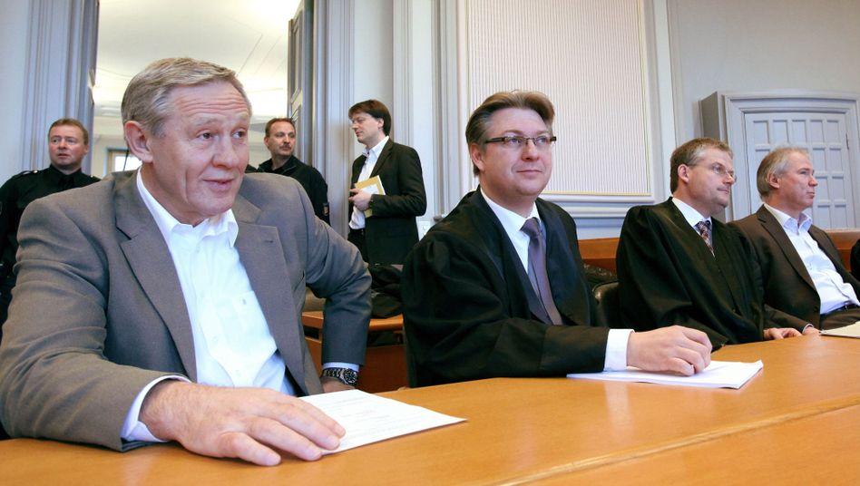 """Angeklagte Serdarusic (links), Schwenker (rechts): """"Reihe von Merkwürdigkeiten"""""""