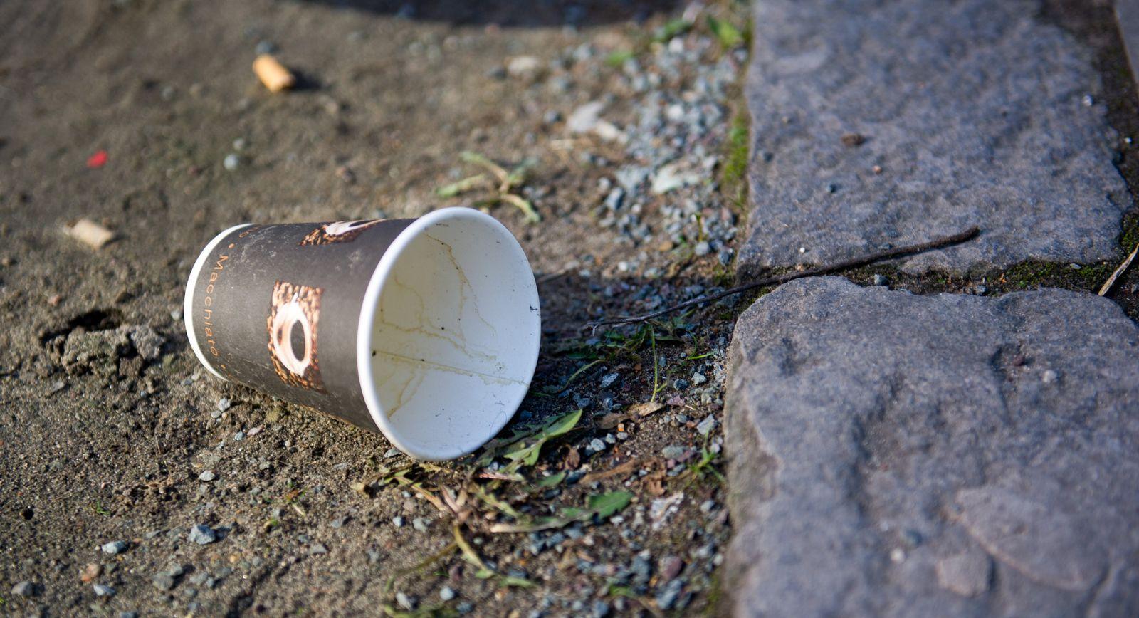 Kaffeebecher Müll