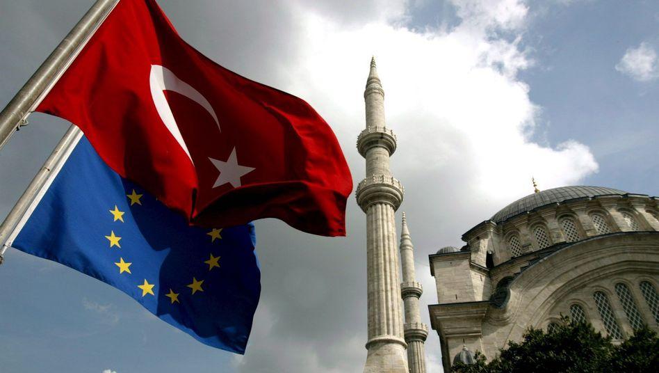 Flaggen der EU und der Türkei in Istanbul (Archivfoto)