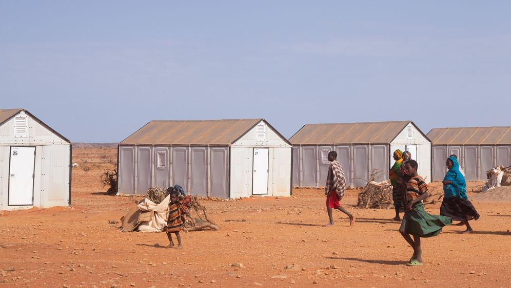 Ikea Shelters House Somali Refugees In Ethiopia Der Spiegel
