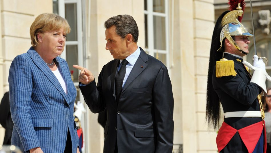 German Chancellor Angela Merkel and French President Nicolas Sarkozy: Skepticism regarding the euro and the European Union's crisis management is growing in Germany.
