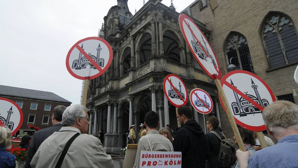 Photo Gallery: A Move to Ban Minarets in Europe