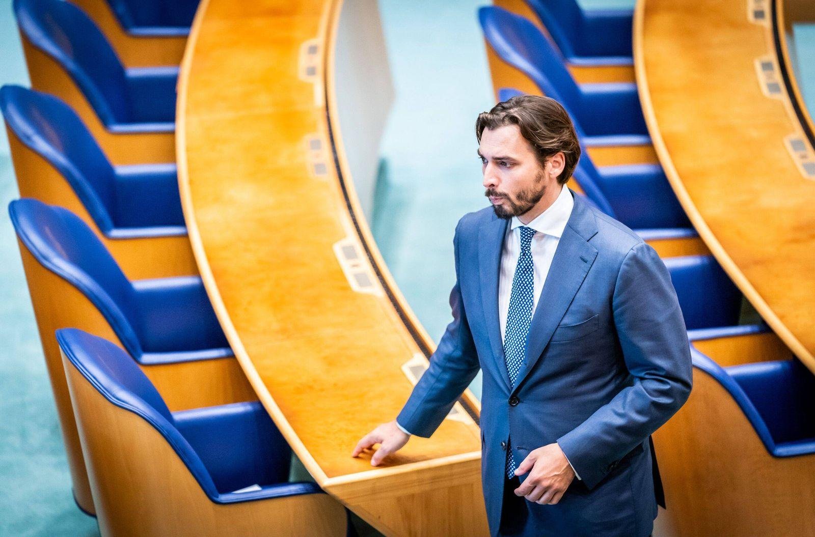 DEN HAAG,15-09-2020, Minister van Financien Wopke Hoekstra hands the Miljoenennota to the Dutch Parliament at Prinsjesda