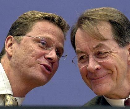 """FDP-Chef Westerwelle (l.) und SPD-Chef Müntefering (Archivbild): """"Es geht nicht um Umfallen"""""""