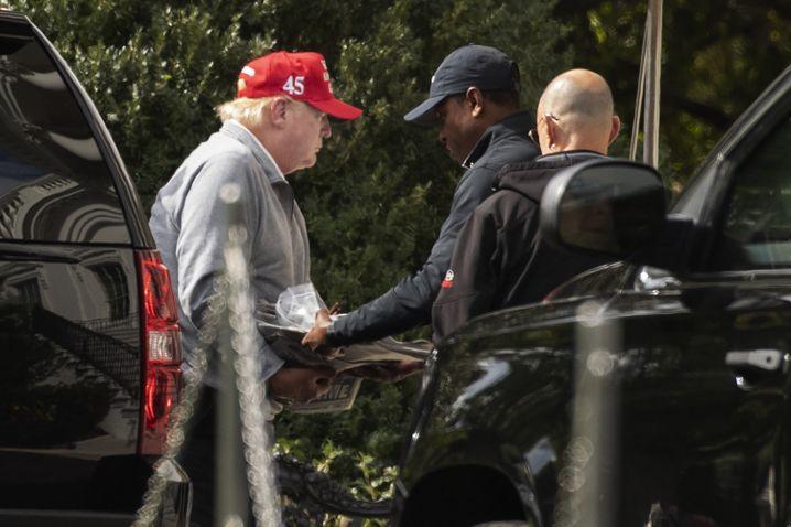 Trump kehrte am Samstag von seinem Golfausflug zurück ins Weiße Haus