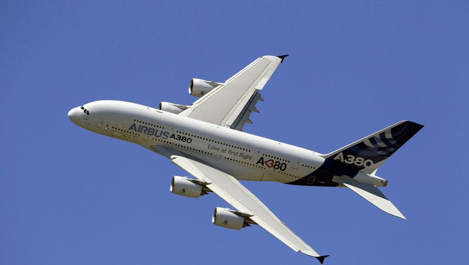 Der Airbus A380 bei der Paris Air Show 2012 am Flughafen Le Bourget