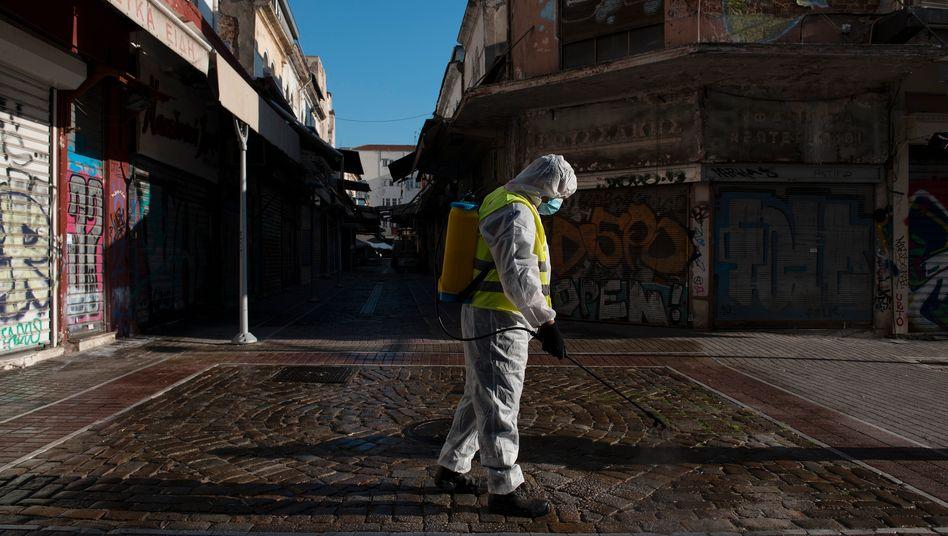 Desinfektion eines Marktplatzes in Thessaloniki