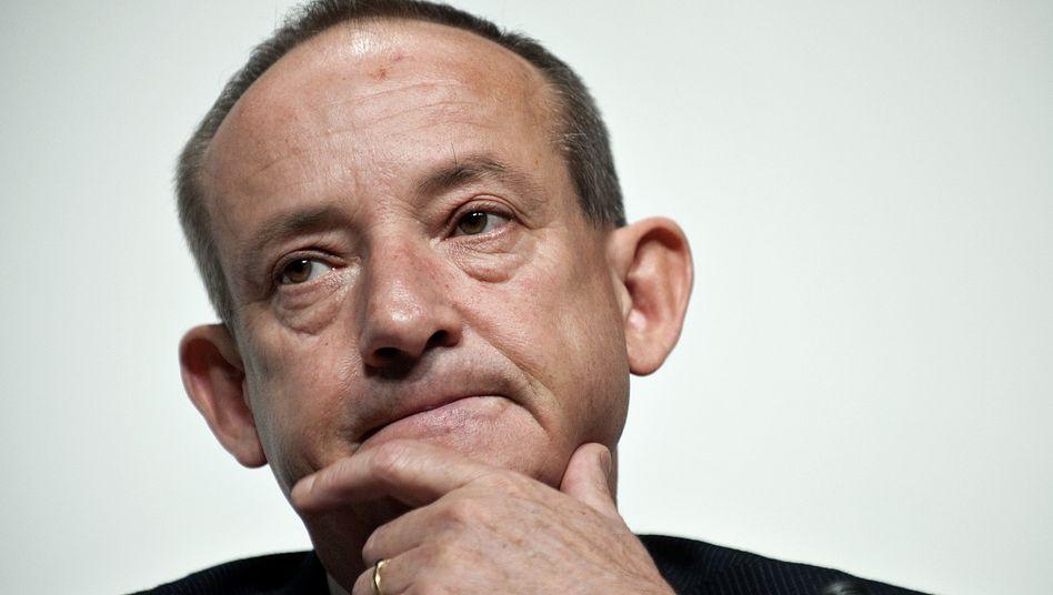 U.N. climate chief Yvo de Boer announced his resignation on Thursday.