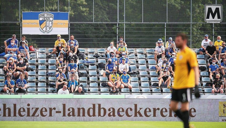 Spieler, Fans in Jena:Ostdeutsche Vereine profitieren