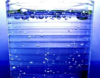 Ohne Frage lebensnotwendig: Ohne Wasser können wir nicht - doch wie viel wir täglich brauchen, hängt von einer Vielzahl Faktoren ab