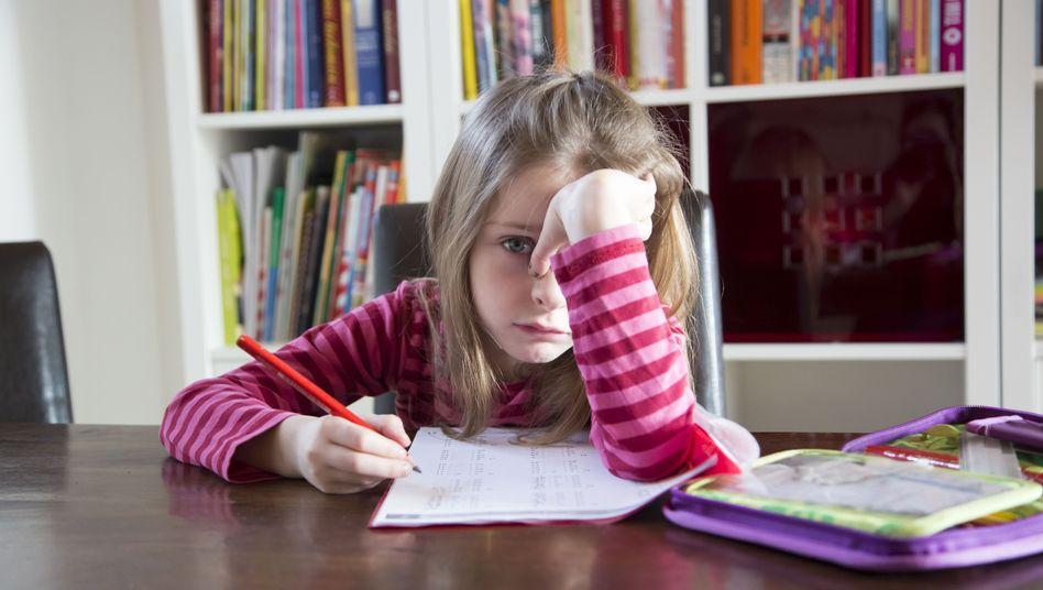 """Mutter leidet mit ihrem Kind: """"Schon nach der ersten Schulwoche verschwand die Freude am Lernen"""" (Symbolbild)"""