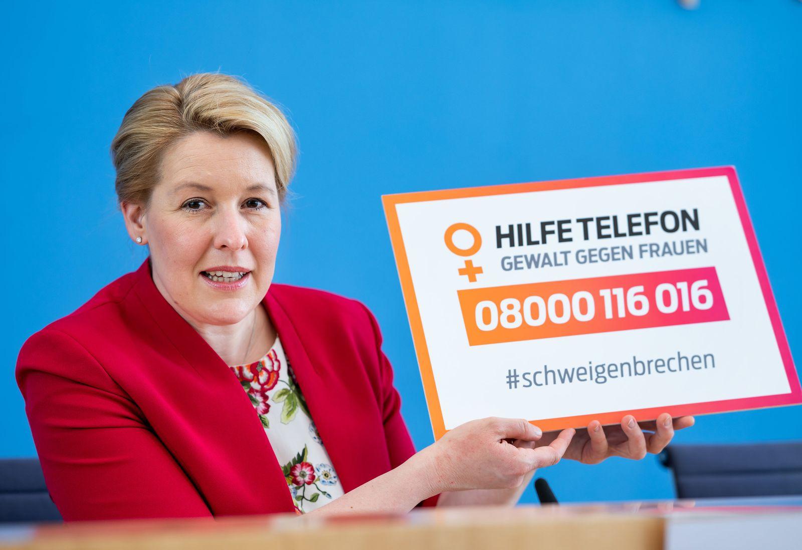 """Jahresbericht des Hilfetelefons """"Gewalt gegen Frauen"""""""